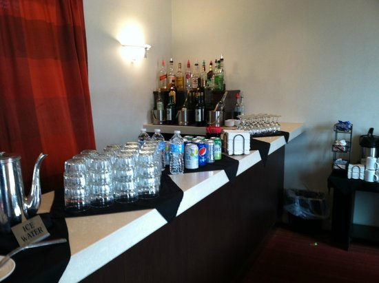 DoubleTree by Hilton Rochester / Mayo Clinic Area: Bar in executive lounge