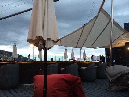 The Vine Hotel : 360 Terrace open air bar