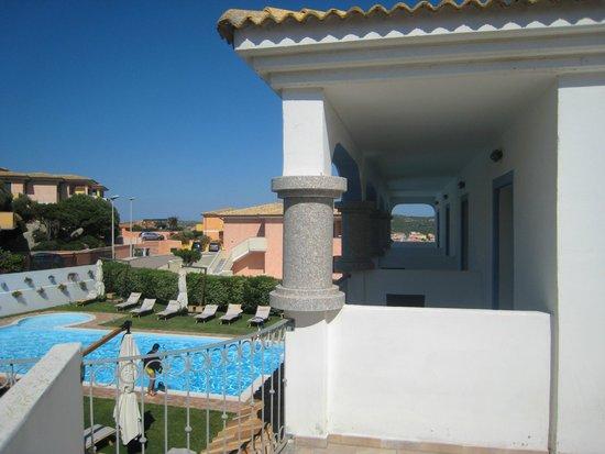Diana Hotel: Il loggiato verso la piscina