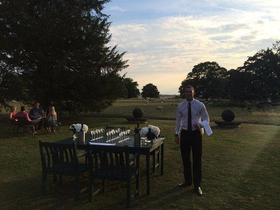Langar Hall: Drinks on the lawn
