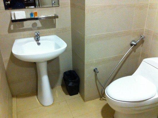 My Inn Hotel Lahad Datu: The toilet