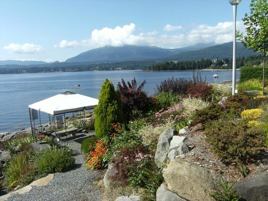 "Beachside Garden B & B: ""Views are Splendid, and the Beachside setting is Fabulous"""