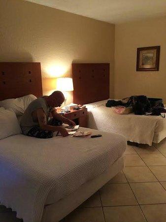 Palm Beach Oceanfront Inn: Clean room -