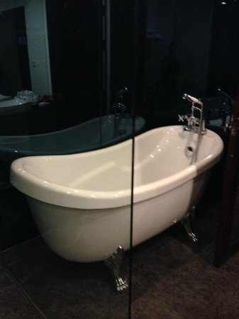 Memoire d' Angkor Boutique Hotel: Bathtub