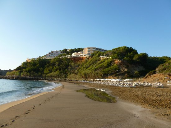 Invisa Hotel Club Cala Verde : Looking back at the hotel from the beach