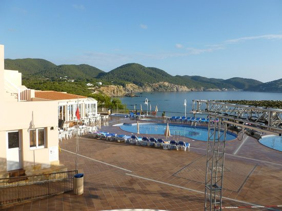 Invisa Hotel Club Cala Verde : View across the pool.