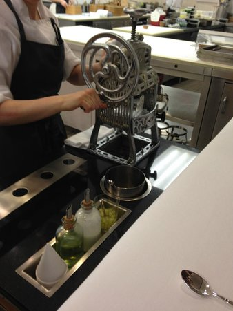 Eleven Madison Park : The refreshing crushed ice in the kitchen