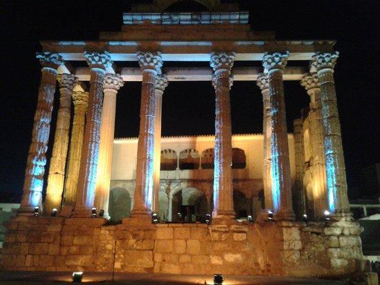 Templo de Diana de noche
