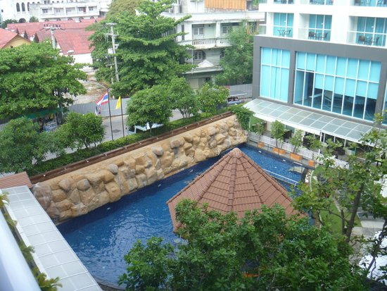 Centara Pattaya Hotel: Pool from my room