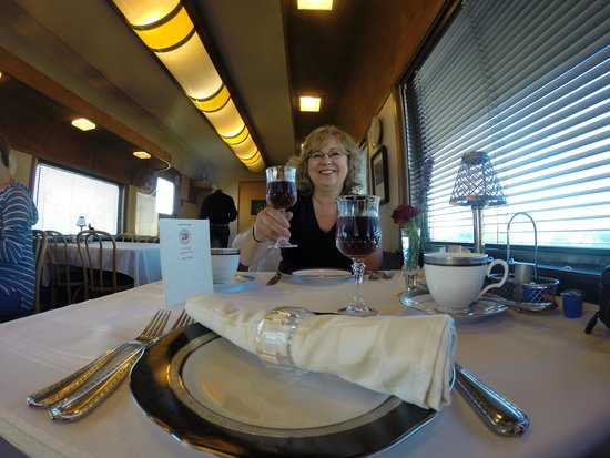 Red Caboose Getaway : Breakfast with class!