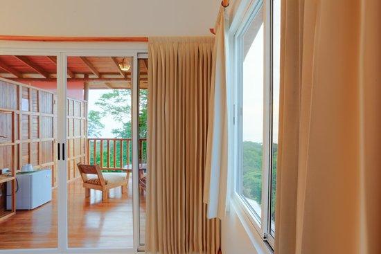 Vista Naranja Ocean View House: Aqua room and balcony