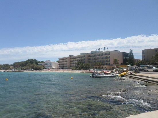 Hotel Club S'Estanyol: view of the hotel & beach