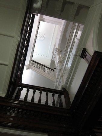 Hyde Park Hostel: Les plusieurs étages ...