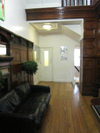 Hyde Park Hostel : vue de l'entrée