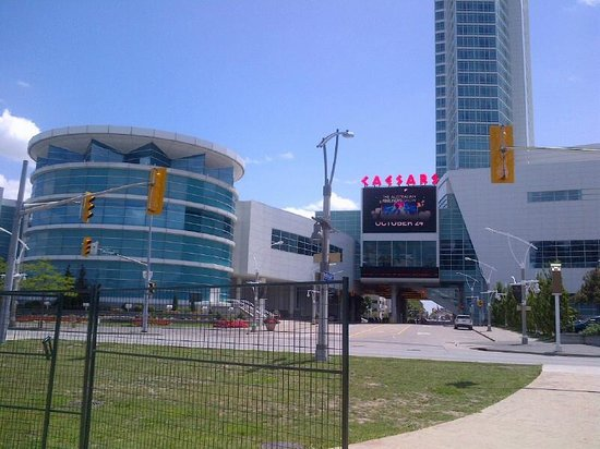 Caesars Windsor: Looking at hotel from river