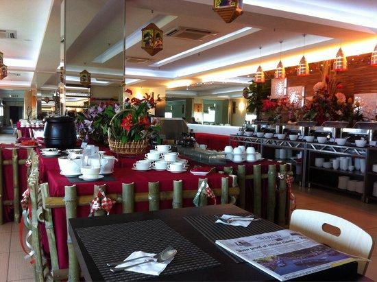 My Inn Hotel Lahad Datu : The restaurant at the 8th floor