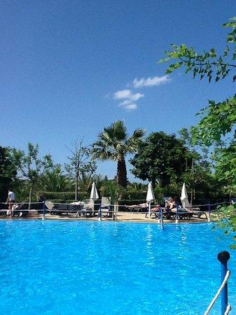 Fiesta Hotel Athènee Palace: Vue de la plus petite piscine