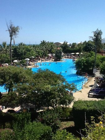 Fiesta Hotel Athènee Palace: Vue de la deuxième piscine