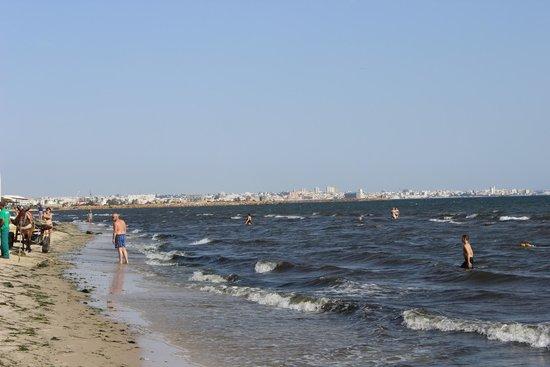 Houda Golf and Beach Club: plaża brudna i śmierdząca