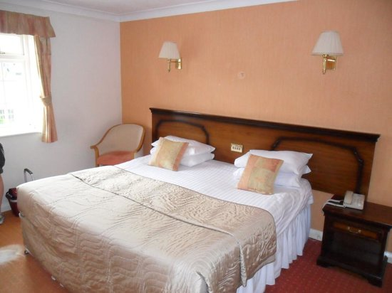 Wild Pheasant Hotel & Spa: Our double room