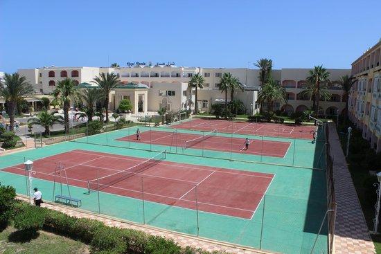 Houda Golf and Beach Club: korty nawierzchnia asfalt