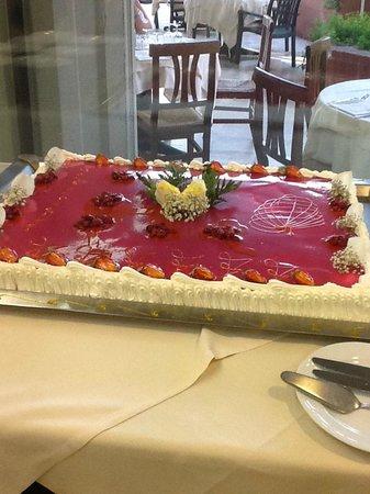 Fiesta Hotel Athenee Palace : Un superbe gâteau