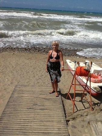 Fiesta Hotel Athènee Palace: La mer un jour de vent