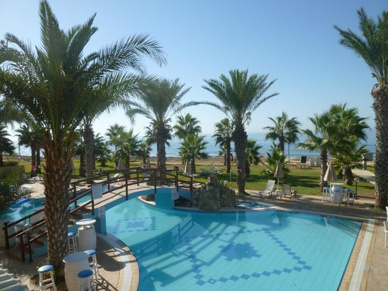 Simos Magic Beach Hotel Apartments: Fra rom mot basseng