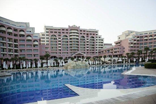 DIT Majestic Beach Resort : pool 1 of 2