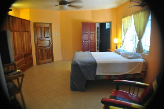 Jah Freedom Guesthouse: Negril Sunrise Room