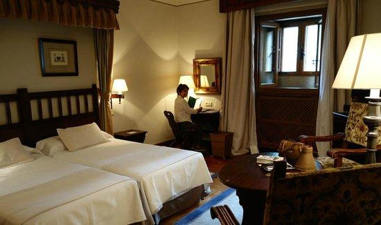 Parador Hostal Dos Reis Catolicos: bedroom