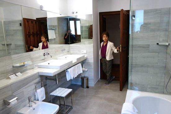 Parador Hostal Dos Reis Catolicos: bathroom