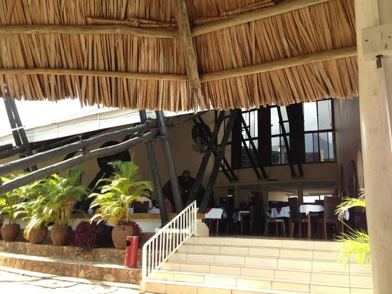Morogoro Hotel: The restaurant (that could be so much better with better staff...)