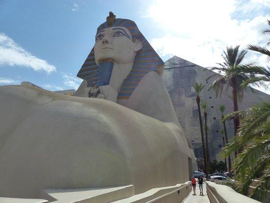 Luxor Las Vegas : Extérieur depuis le airtrain