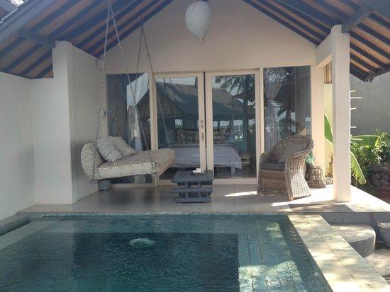Lilin Lovina Beach Hotel : veranda camera