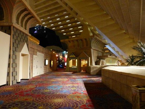 Luxor Las Vegas : Couloirs de l'hôtel