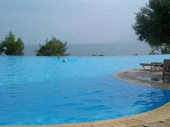 Ikos Oceania : Inifinity pool & sea view from bar