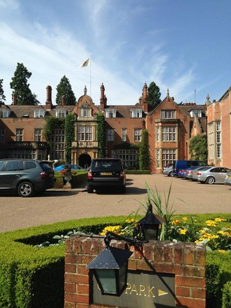 Tylney Hall: Front of Hotel