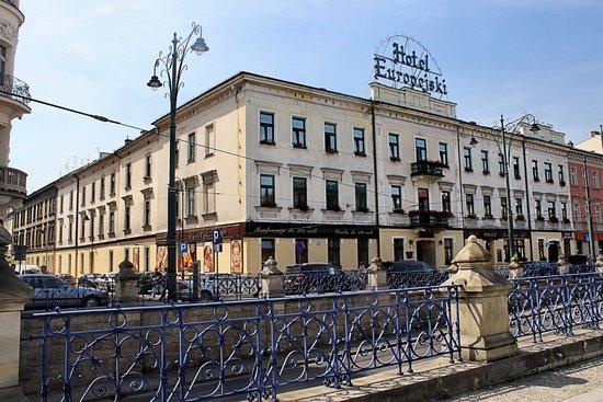 Europejski Hotel: Hotel fron/side facade