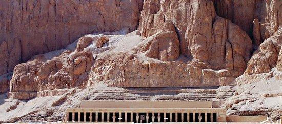 Templo funerario de Hatshepsut en Deir el Bahari: particolare dalla collina