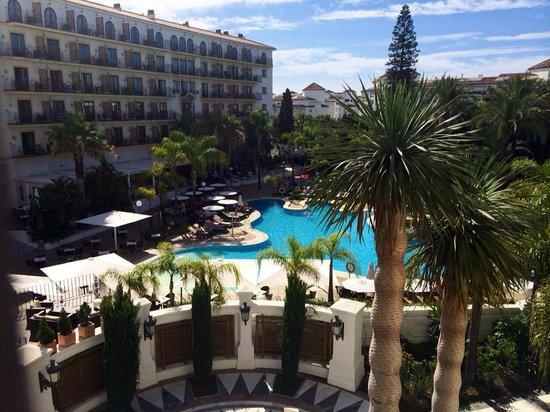 H10 Andalucia Plaza: Pool area
