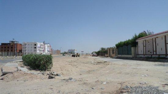 El Dahar: ugly, dirty city