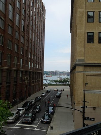 High Line: peaking at the river