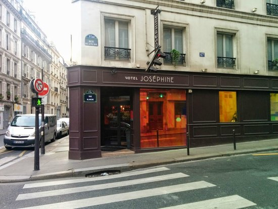 Hotel Josephine by HappyCulture: View from teh street