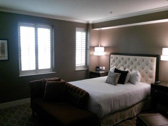 Ambassador Hotel Oklahoma City, Autograph Collection: Wonderful Bedding!