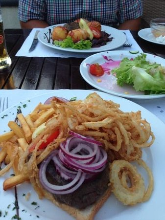 Hotel Bassiana: steak with onion rings and chips...
