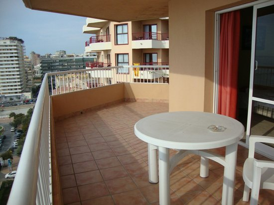 Apartamentos La Jabega: balkon op de hoek
