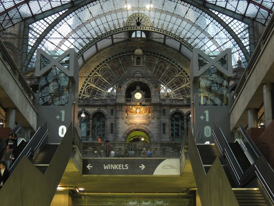 Bahnhof Antwerpen-Centraal: View from the Platforms' side,