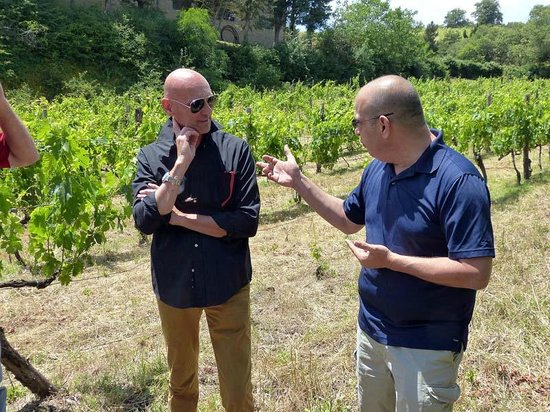 Culture Discovery Vacations - Day Tours: Michael and Roberto discuss wines in Chainti