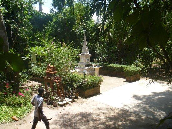 Pattaya Elephant Village: Shrine